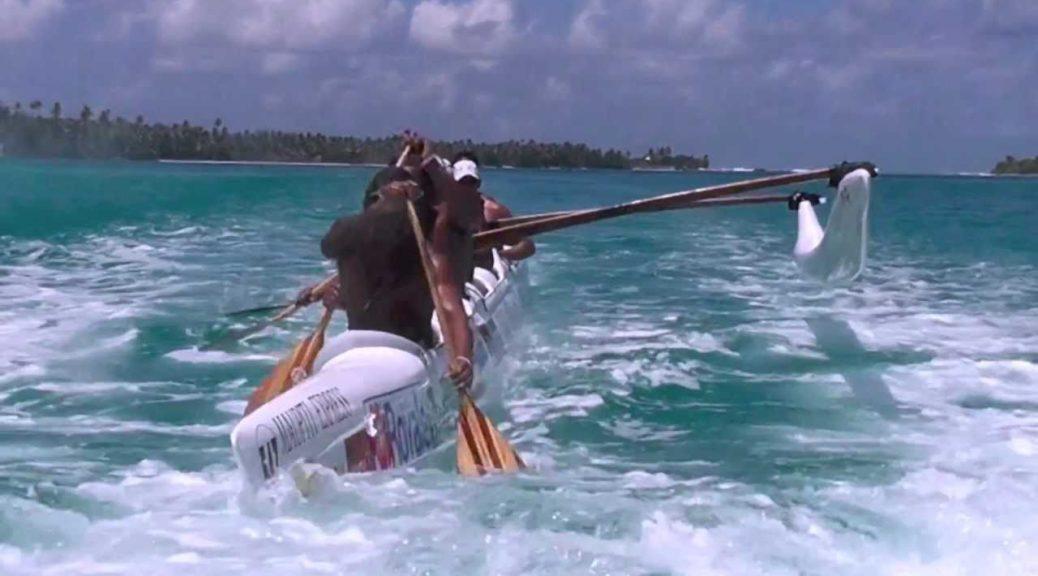 Outrigger-Canoe-play-time-Tamarii-Maupiti-Vaa